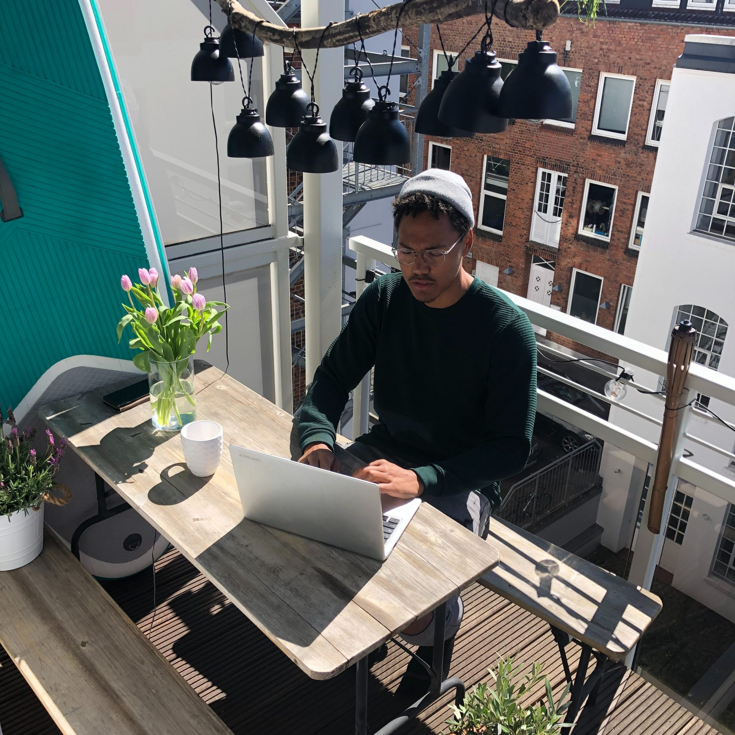 working remotely - circus - virtual reality
